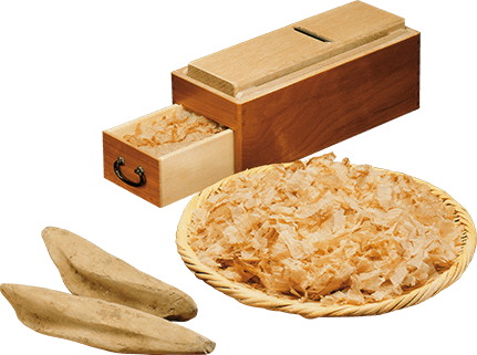 Katsuobushi shaver, shavings and fillets