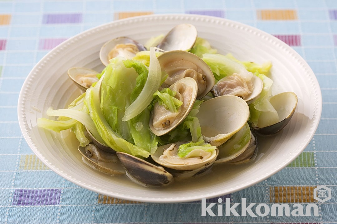 Photo: Steamed Clams and Cabbage with Butter